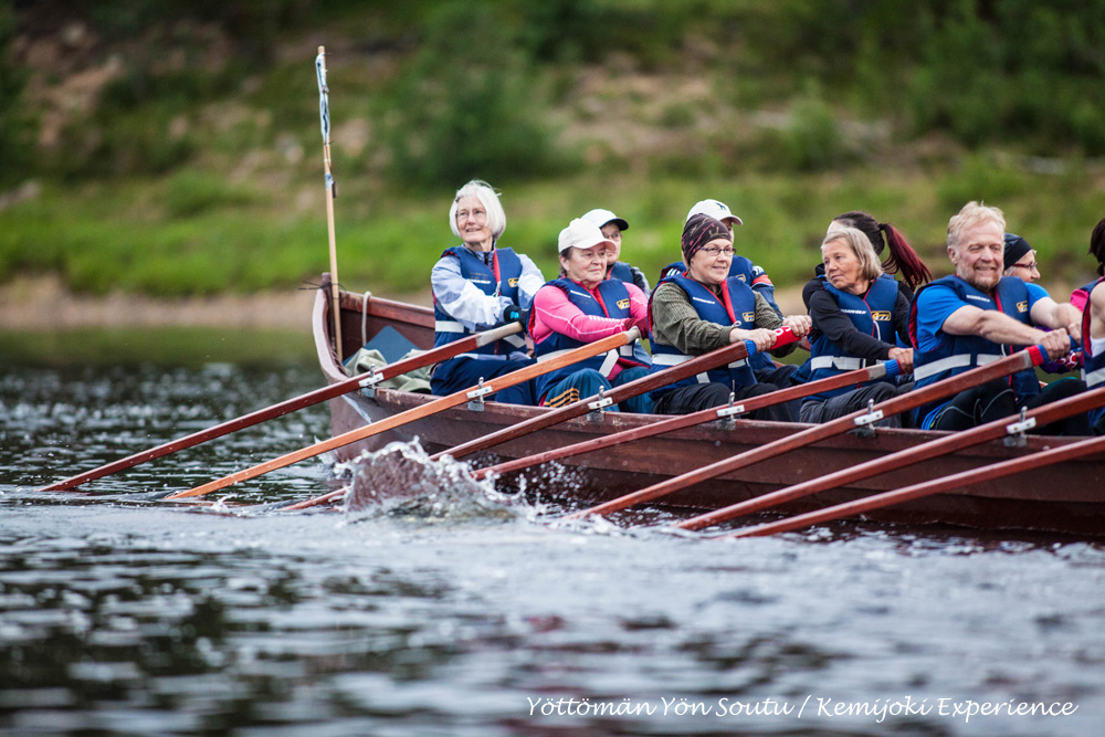 Rowers in action during the Kemijoki Experience 2014
